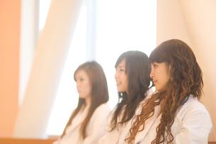白衣を着た女子学生 FYI00476573