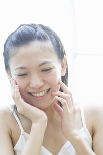 笑顔の女性 FYI00476582