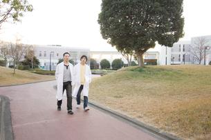 白衣を着た学生 FYI00476607