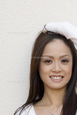 若い女性 FYI00476608