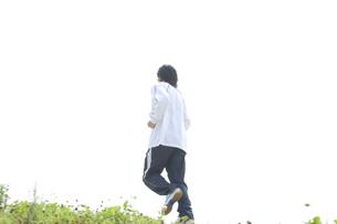 ジョギングをする男性 FYI00476632