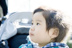 ベビーカーに乗る赤ちゃん FYI00478361