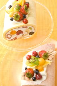 2色のロールケーキ FYI00480014