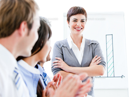 Portrait of a smiling businesswoman talking at her colleague during a meeting FYI00482897