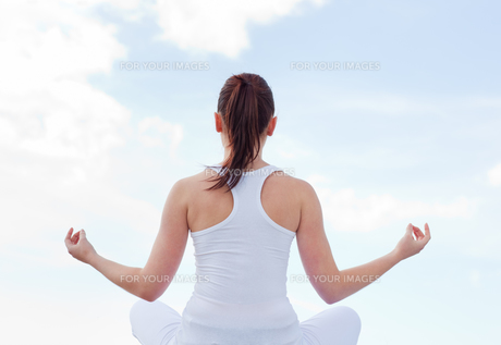 Attractive woman doing yoga FYI00483230