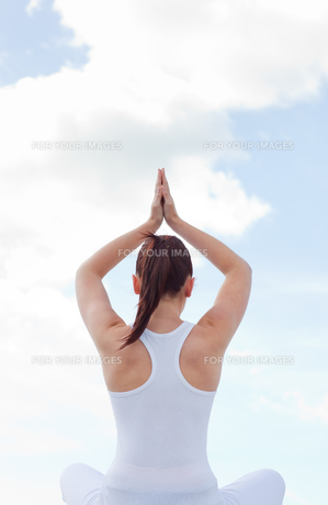 Woman practising yoga FYI00483232