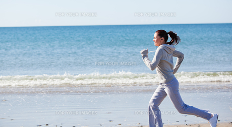 Attractive woman running on the beach FYI00483241