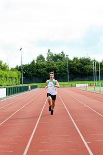 Male sprinter training FYI00483258