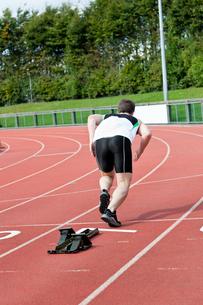 Handsome male sprinter training FYI00483265