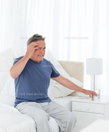 Man having a headache FYI00483574