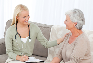 Doctor talking with her patient FYI00483717