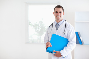 Doctor with folder FYI00484744