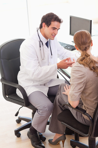 Doctor talking with his patient FYI00484809