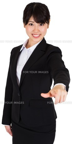 Smiling businesswoman pointing FYI00486005
