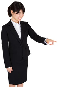 Smiling businesswoman pointing FYI00486012
