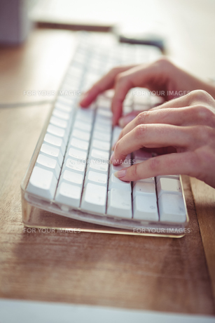 Cropped image of woman typing on keyboard FYI00486218