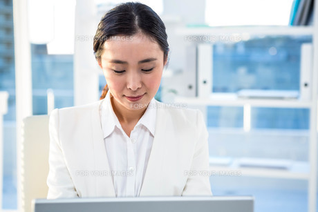 Focused businesswoman on her computer FYI00486433