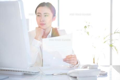 Smiling businesswoman using computer FYI00486436
