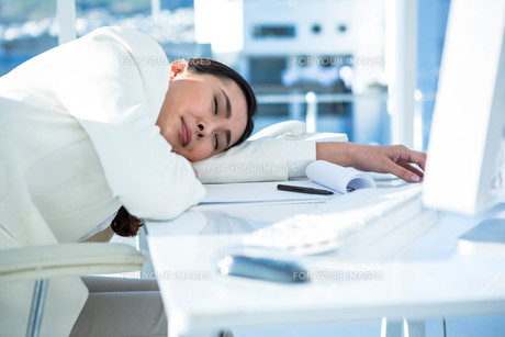 Business woman fast asleep FYI00486456