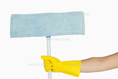Hand holding mop FYI00486719