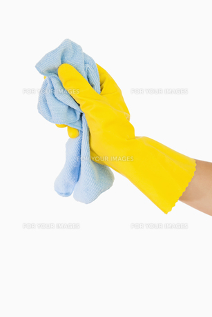 Hand cleaning with rag FYI00486736
