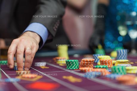 Man placing a bet FYI00486779