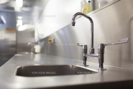 Picture of chrome sink and tap FYI00486802