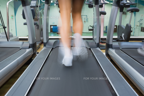 Feet running on a treadmill FYI00486876