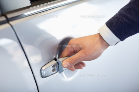 Close up of a man opening a car door FYI00487098