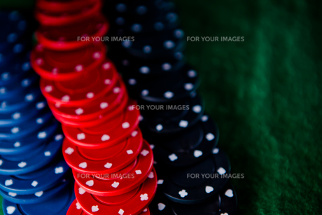 Heap of  poker chips FYI00487163