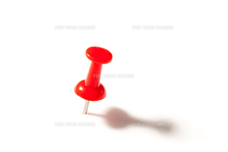Red push pin FYI00487345