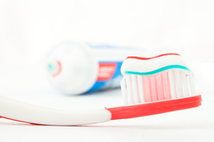 Red toothbrush with toothpaste FYI00487363