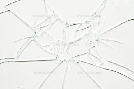 Many broken glasses FYI00487408