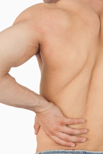 Young male having back painの素材 [FYI00487507]