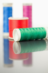 Colorful spools of thread on a table FYI00487930