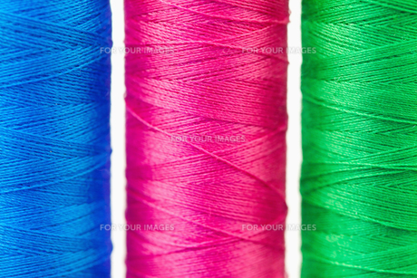 Colorful spools of thread FYI00488003