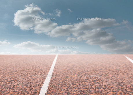 Track with sky in backgroundの素材 [FYI00488191]