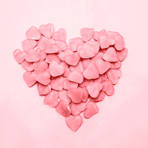 Heart made of pink candy FYI00488553