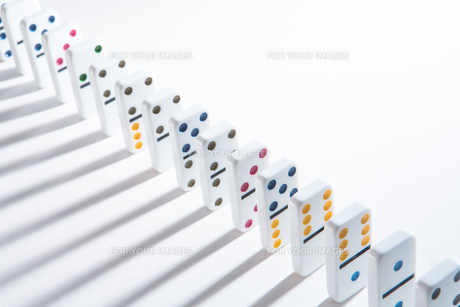 Line of colourful dominoes FYI00488592