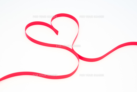 Pink ribbon in heart shape FYI00488765