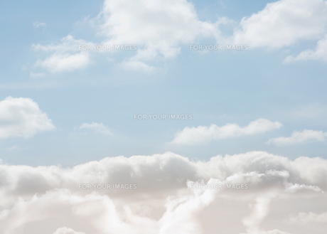 Clouds under a bright blue sky FYI00488868