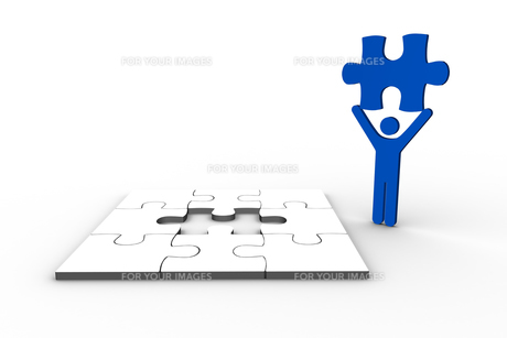Blue human figure holding jigsaw piece FYI00488914