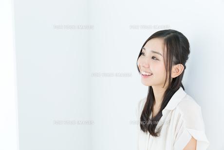 爽やかな若い女性 FYI00491007
