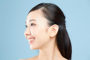 肌の綺麗な女性 FYI00491013