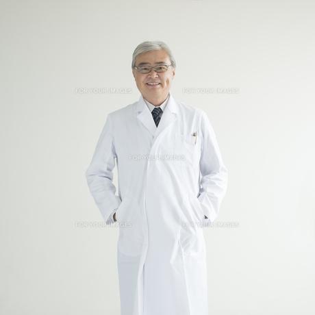 微笑む医者 FYI00491317
