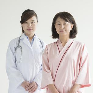 女医と患者 FYI00491368
