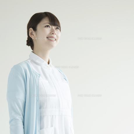 微笑む看護師 FYI00491370