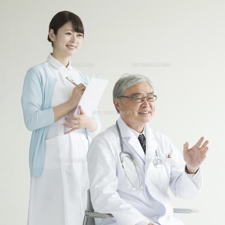 医者と看護師 FYI00491424