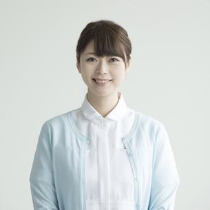 微笑む看護師 FYI00491434