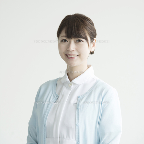 微笑む看護師 FYI00491435